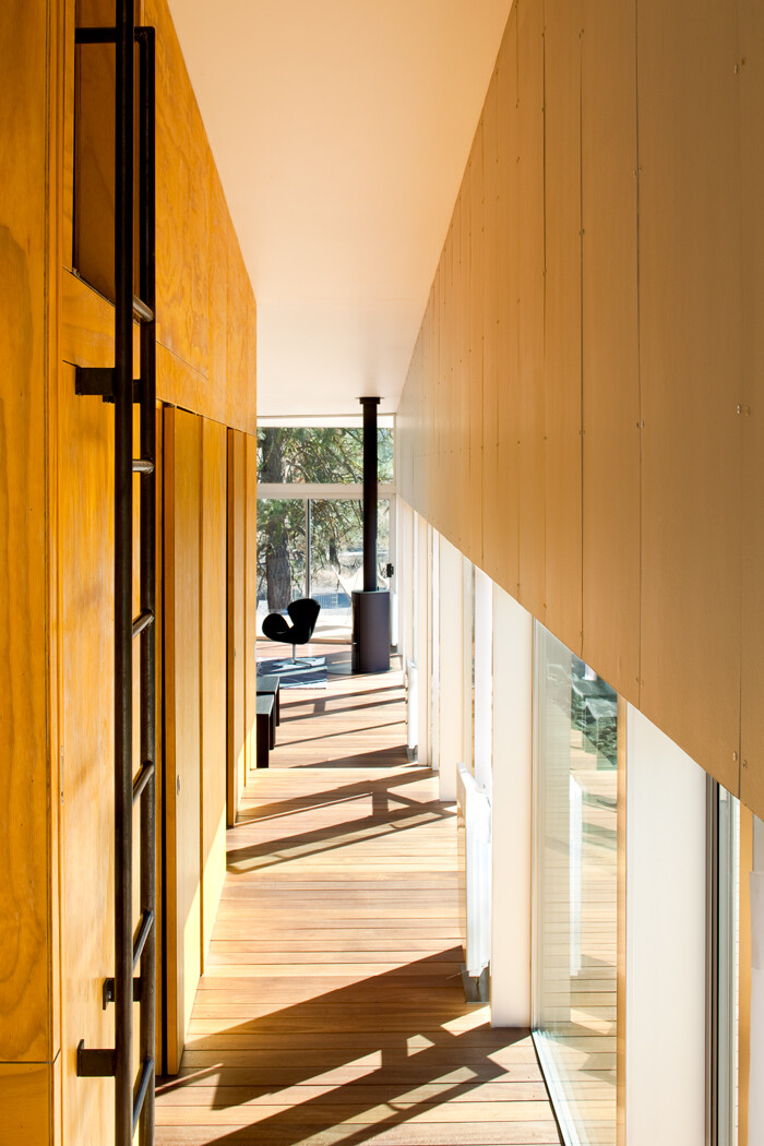 Sustainable Hill Home - a big presence in a big landscape (7)