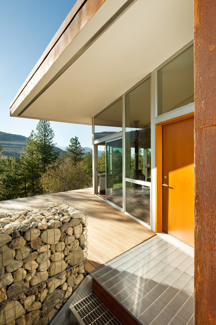 Sustainable Hill Home - a big presence in a big landscape (8)