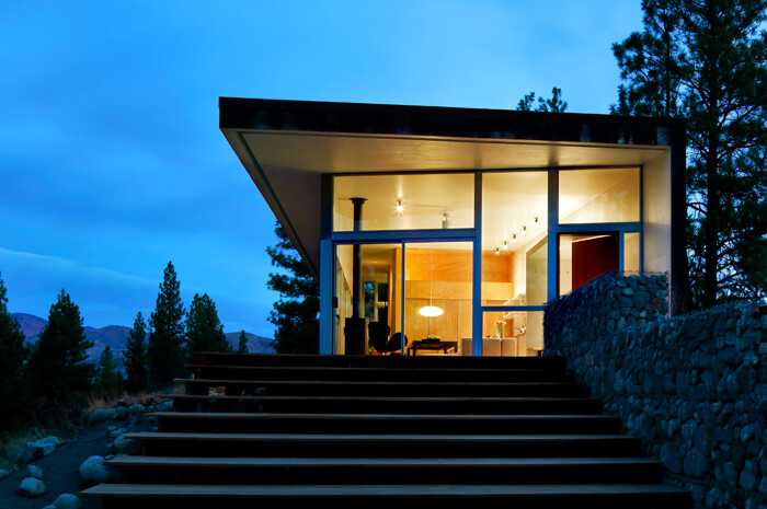 Sustainable Hill House - a big presence in a big landscape (18)