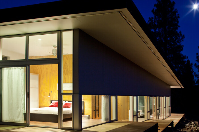 Sustainable Hill House - a big presence in a big landscape (19)