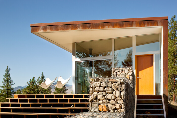 Sustainable Hill House - a big presence in a big landscape (25)