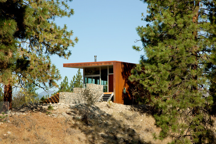 Sustainable Hill House - a big presence in a big landscape (3)