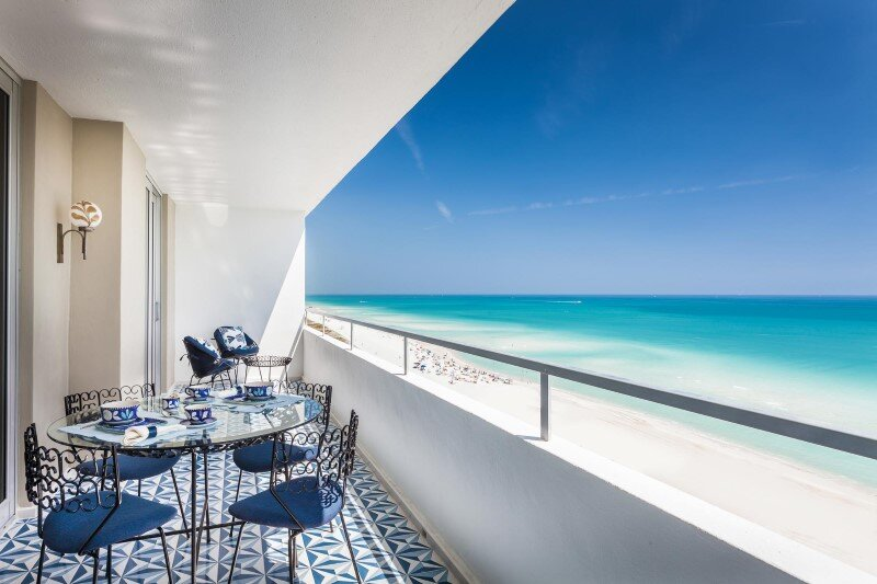 Two bedroom apartment renovation Miami Beach Residence by Luca Andrisani Architect (7)