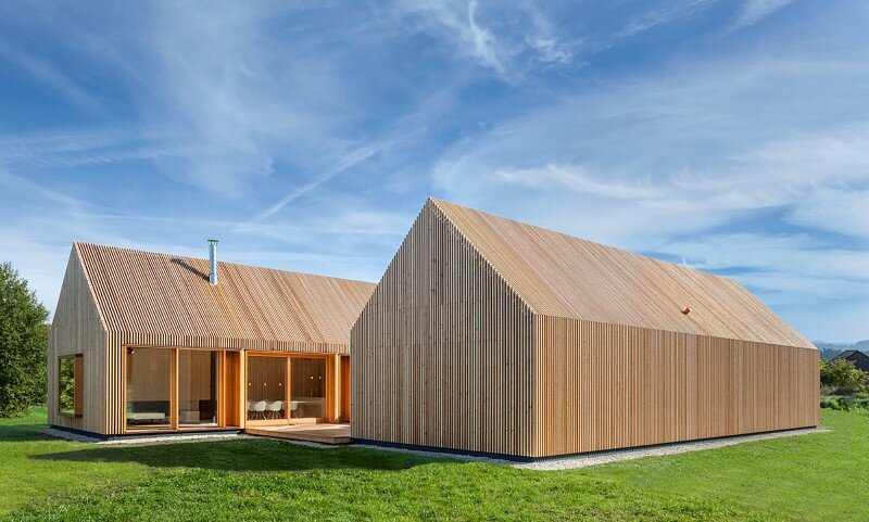 Wohnhaus aus Holz wooden-frame house heated by a geothermal heat pump (1)