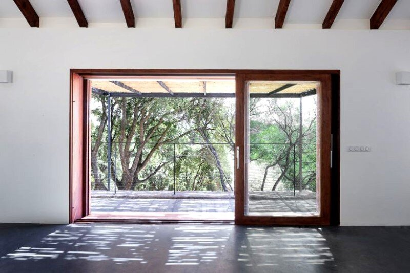 Contemporary Vernacular: a holiday house in the South-East of Corsica 4