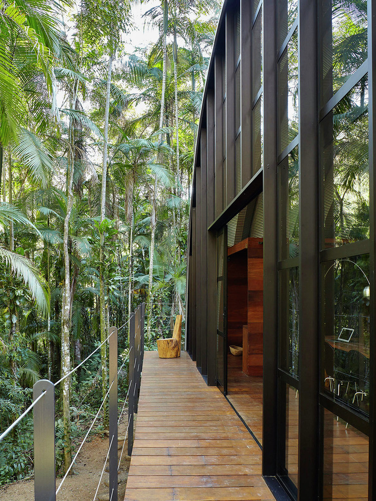 ARCA House is Like a Ship in the Middle of the Brazilian Atlantic Forest 9