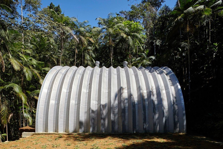 ARCA House is Like a Ship in the Middle of the Brazilian Atlantic Forest (3)