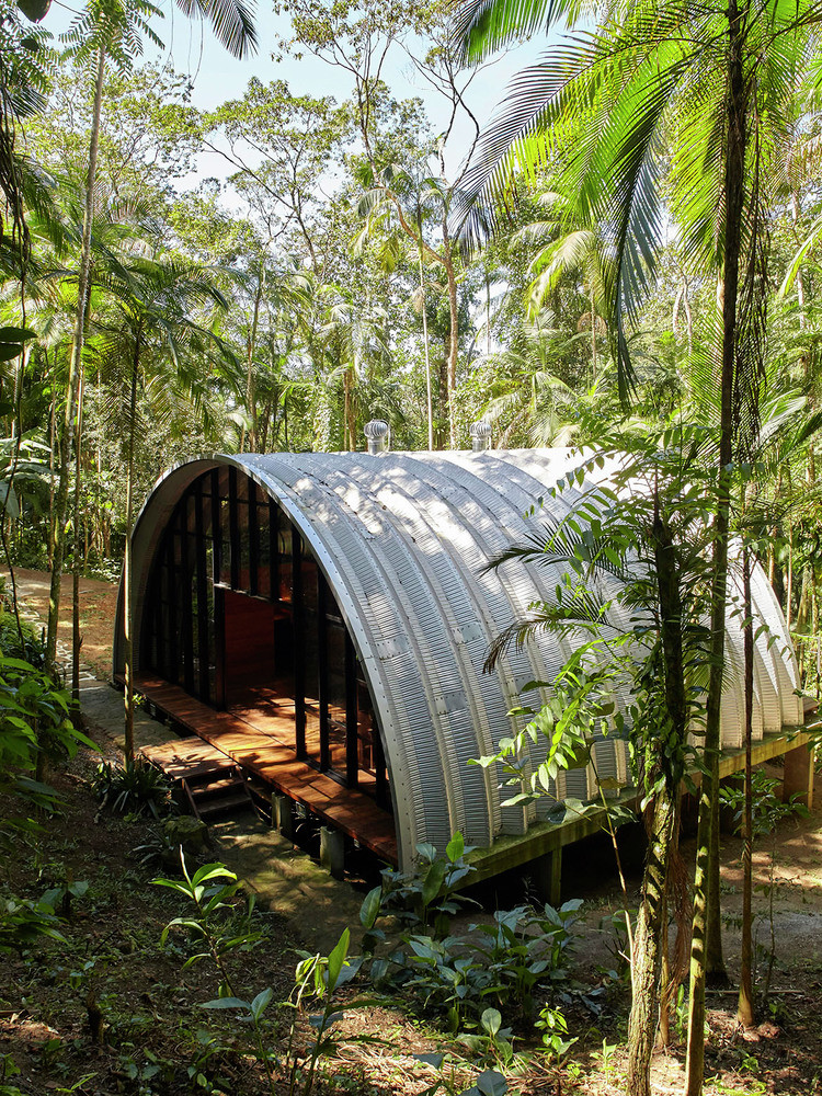 ARCA House is Like a Ship in the Middle of the Brazilian Atlantic Forest 11
