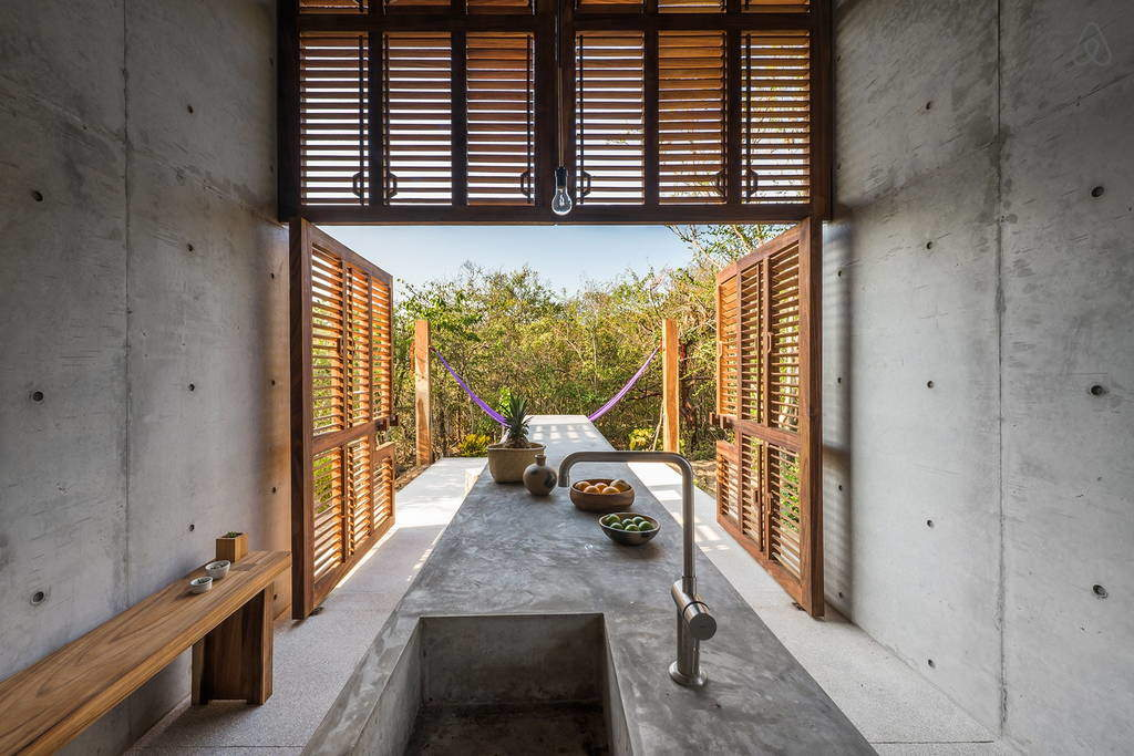 Beautiful Tiny Concrete House with a Minimalist Architecture (4)