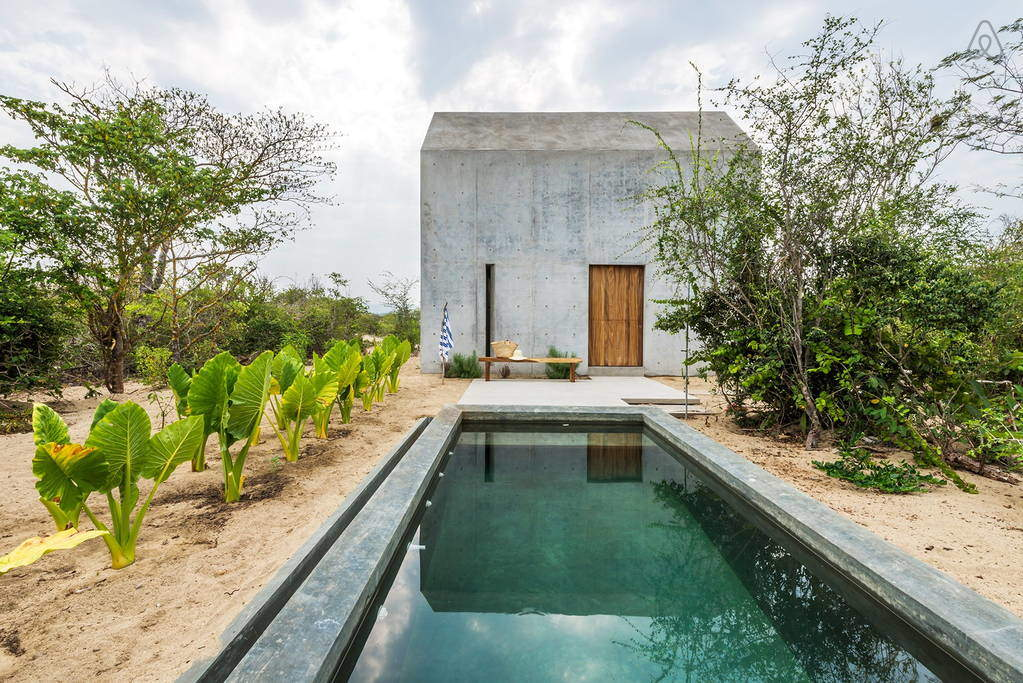 Beautiful Tiny Concrete House with a Minimalist Architecture (8)
