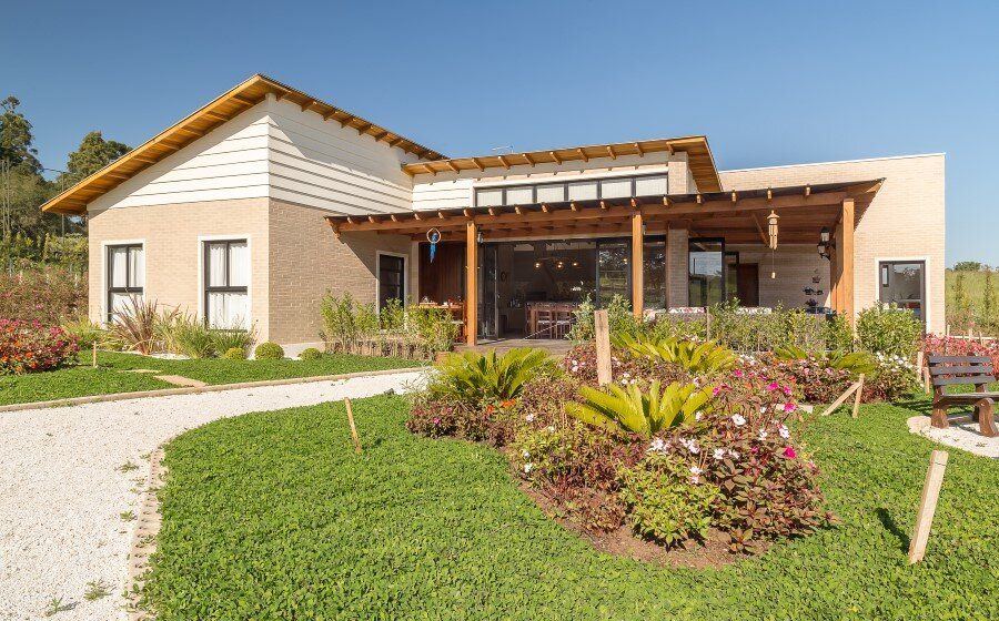Brazilian Country House Designed in Contemporary Style (14)