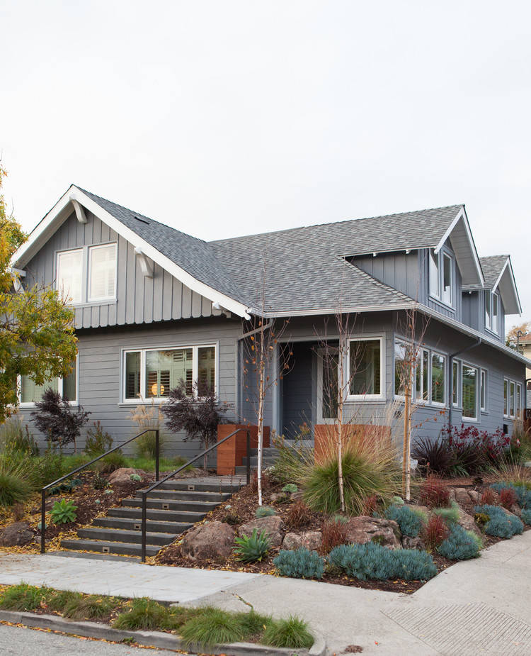 Complete renovation of a two-story bungalow in Oakland, California (12)