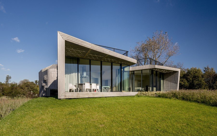 Contemporary Smart Home with Integrated Sustainable Solutions (10)
