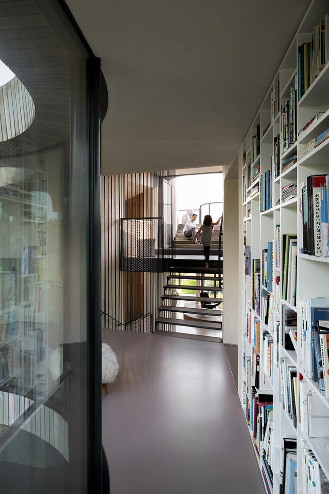 Contemporary Smart Home with Integrated Sustainable Solutions (12)