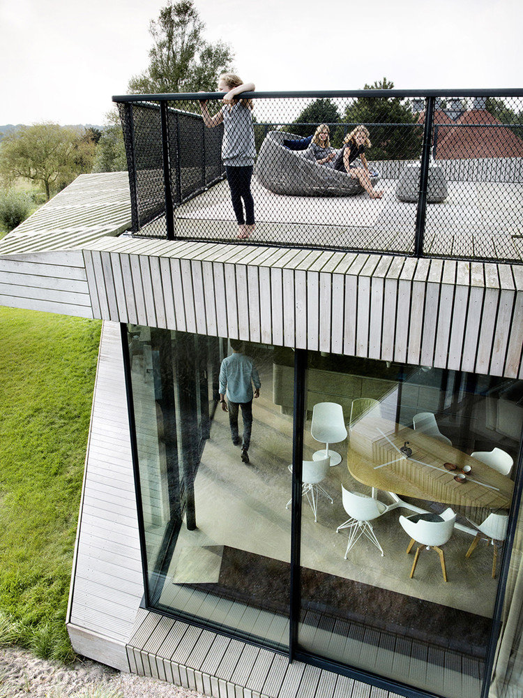 Contemporary Smart Home with Integrated Sustainable Solutions (14)
