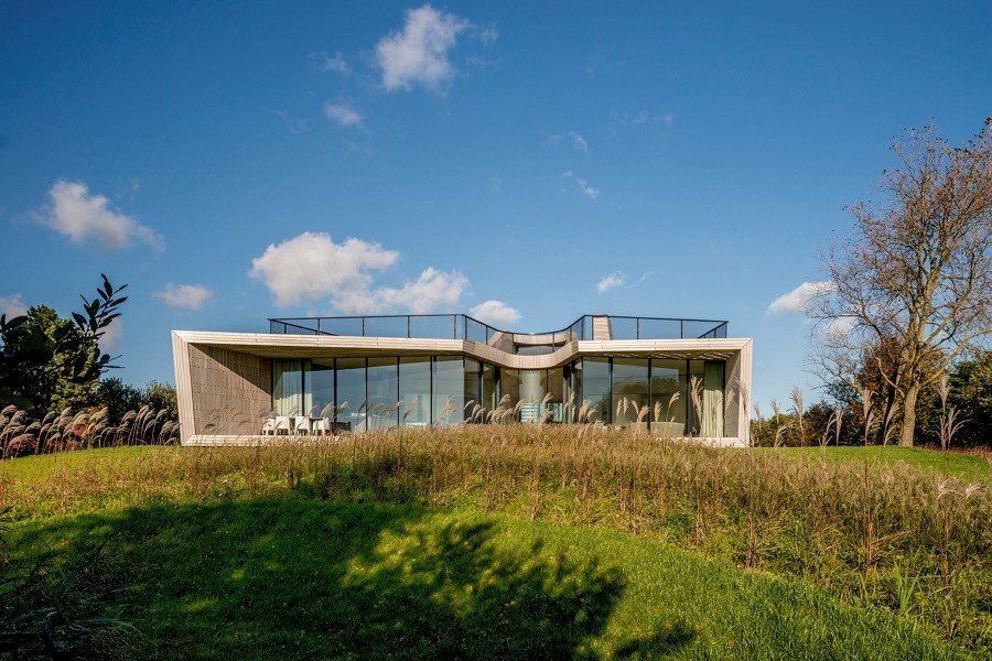 Contemporary Smart Home with Integrated Sustainable Solutions 4