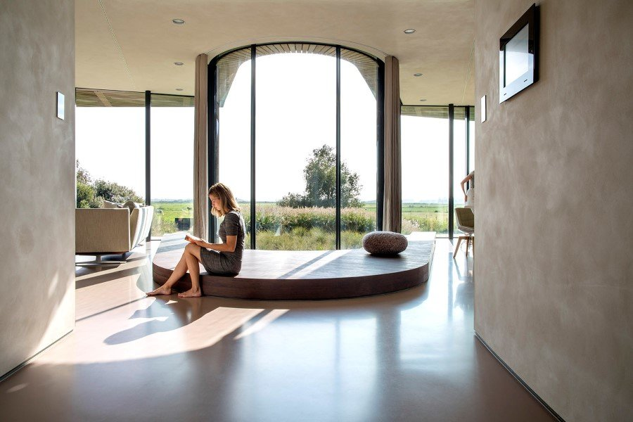 Contemporary Smart Home with Integrated Sustainable Solutions (4)