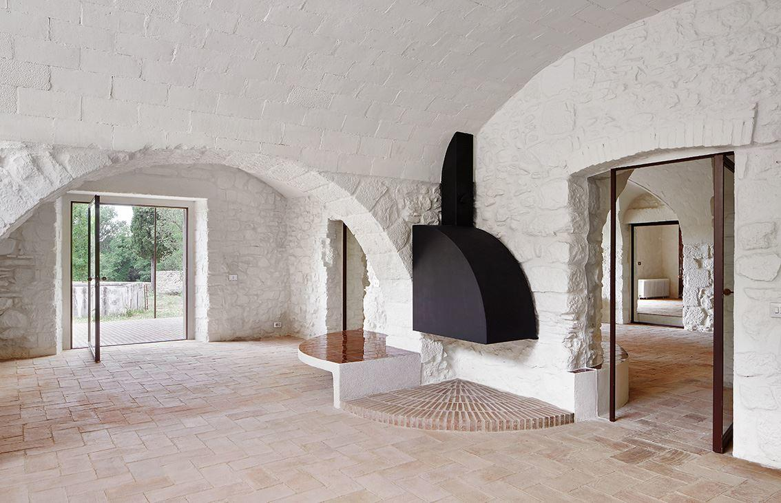 G Arquitectura has completed the rehabilitation of a farmhouse, located in Empordà, Girona, Spain (10)