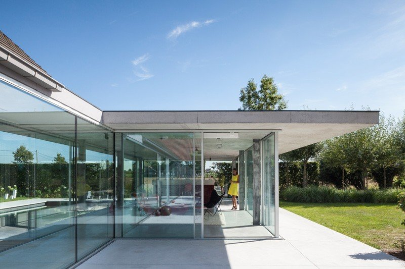 Glass And Concrete Pool House In Belgium (10)