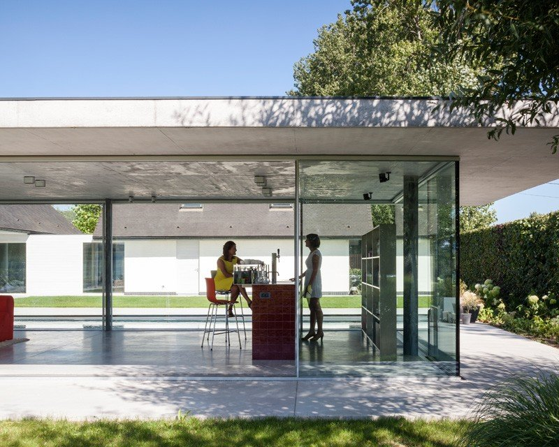 Glass And Concrete Pool House In Belgium (11)