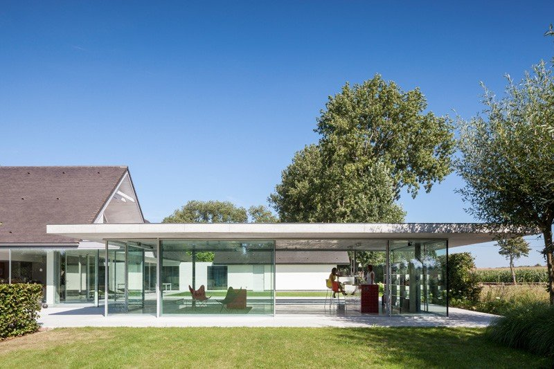 Glass And Concrete Pool House In Belgium (4)