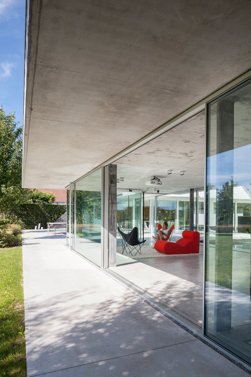 Glass And Concrete Pool House In Belgium (9)
