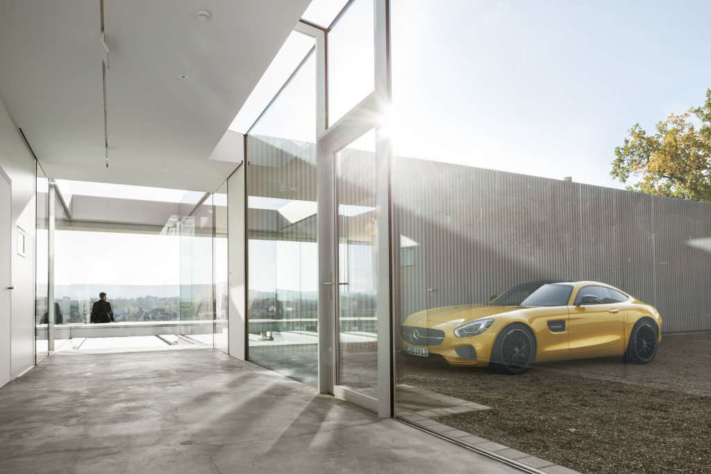 Innovative Sustainable Villa Built from Glass, Steel and Concrete (14)
