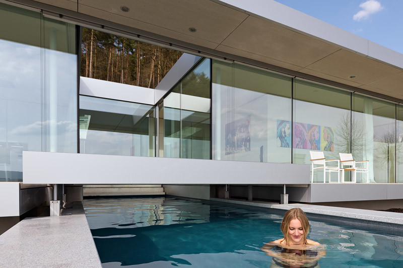 Innovative Sustainable Villa Built from Glass, Steel and Concrete (8)