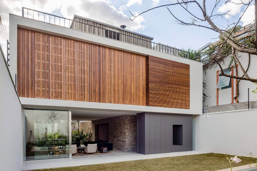 Lara House is a generous and light-filled home in Sao Paulo - by Felipe Hess (1)