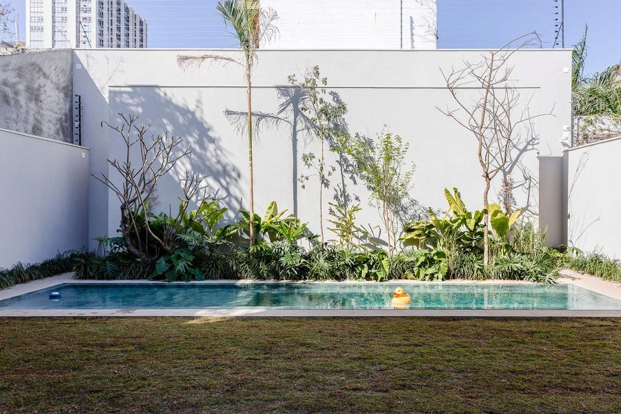 Lara House is a generous and light-filled home in Sao Paulo - by Felipe Hess (14)