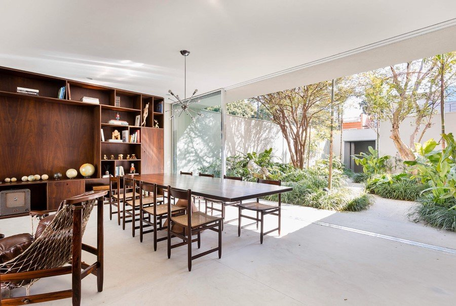 Lara House is a generous and light-filled home in Sao Paulo - by Felipe Hess (16)