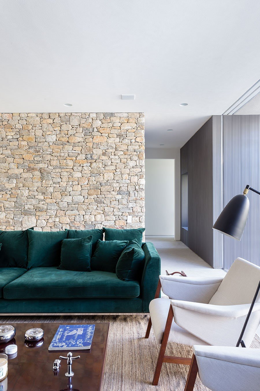 Lara House is a generous and light-filled home in Sao Paulo - by Felipe Hess (3)