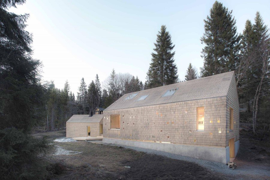 Modern Wooden Family House Between Civilization and Nature (1)