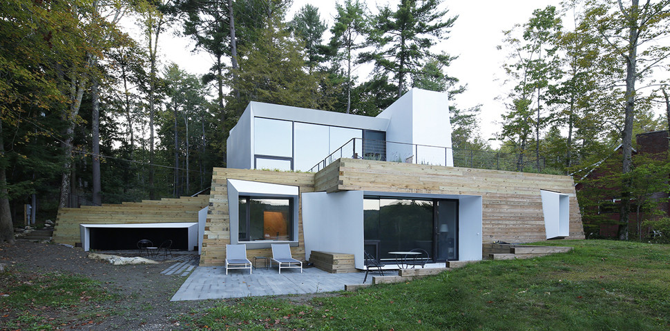 New England Lake Retreat with an Abstract Aesthetic (1)