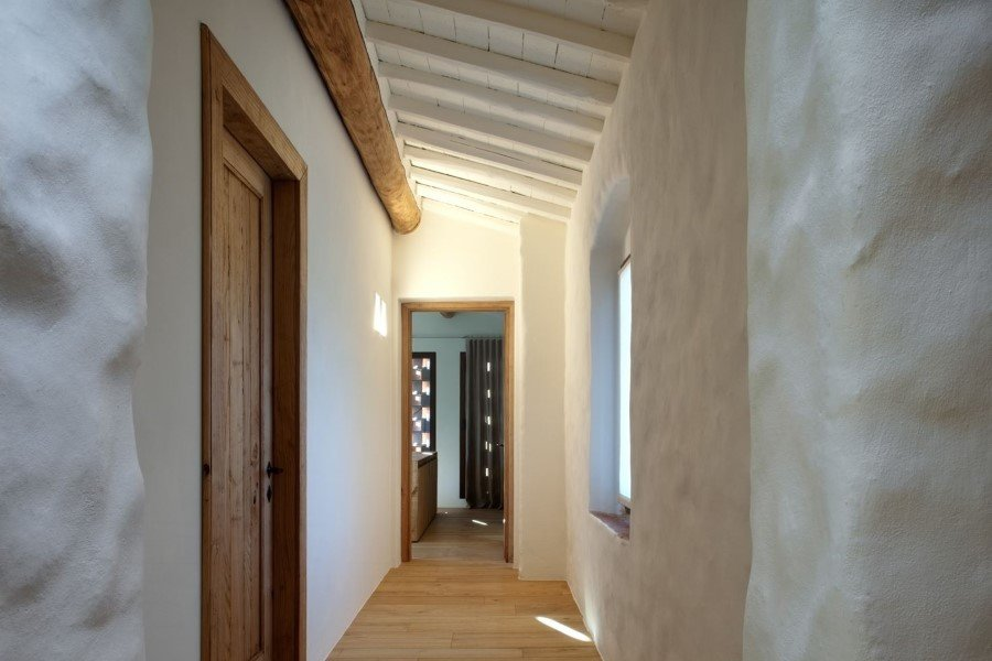Old country house renovated by Mide Architects (8)