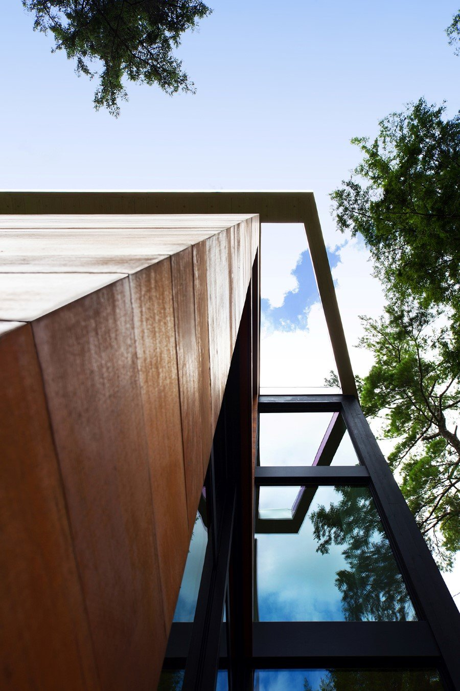 Sculptural House - Collaboration Between an Architect and a Sculptor in Bolton-Est, Québec (3)
