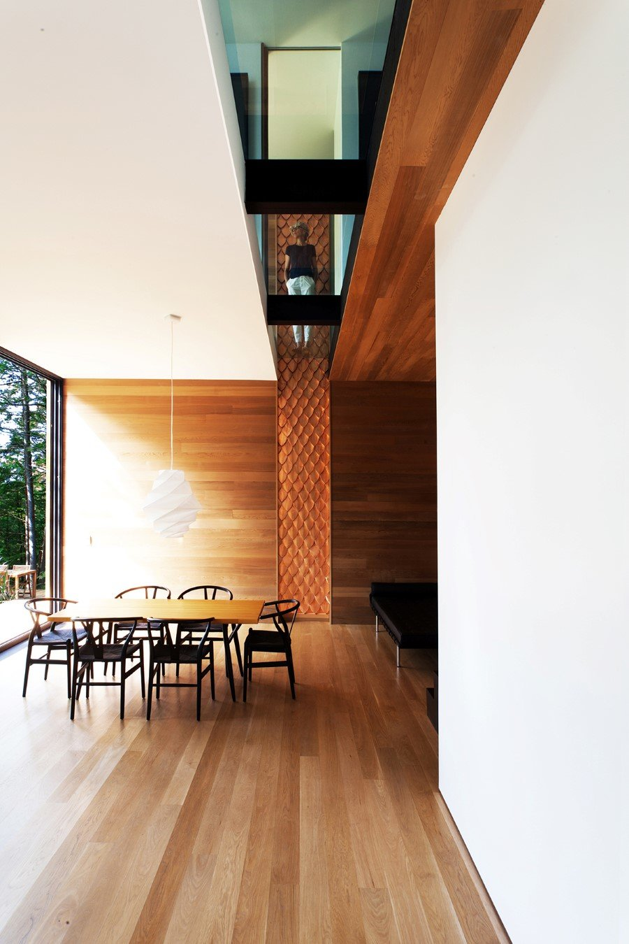 Sculptural House - Collaboration Between an Architect and a Sculptor in Bolton-Est, Québec (4)