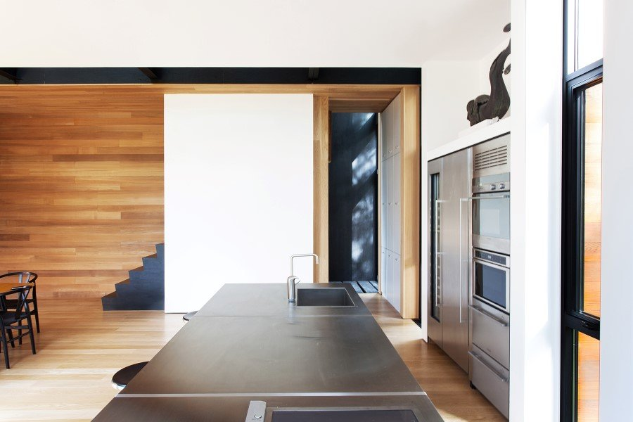 Sculptural House - Collaboration Between an Architect and a Sculptor in Bolton-Est, Québec (7)