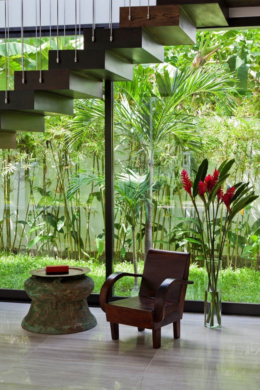 Thao Dien House delights us with a beautiful vertical garden walls (19) (Custom)