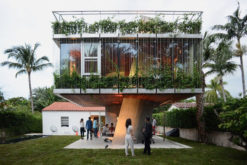 A Bungalow House from the 1930s Replaced by a Three-Story Concrete House