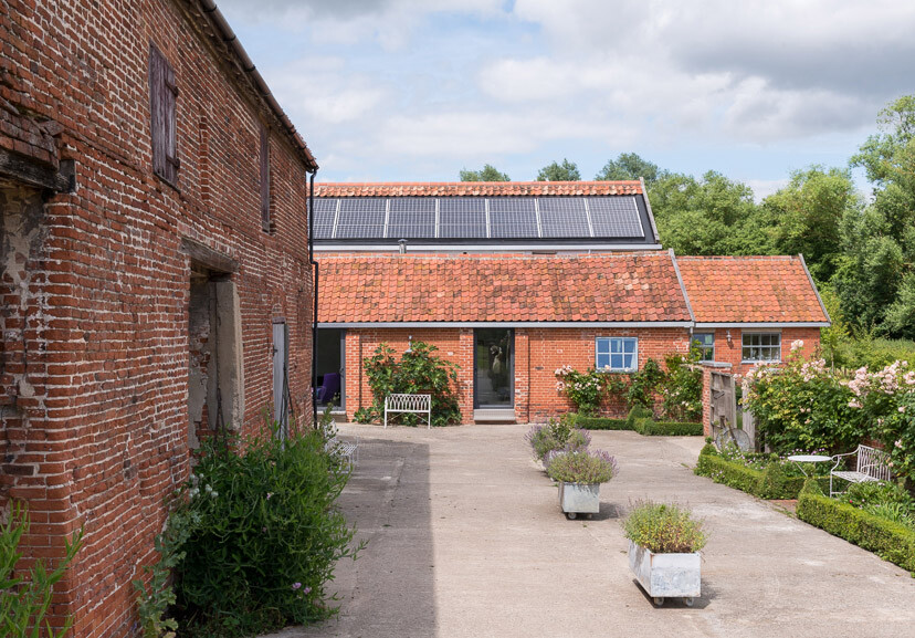 Contemporary barn conversion - Abbey Hall in the Picturesque Town of Eye (14)