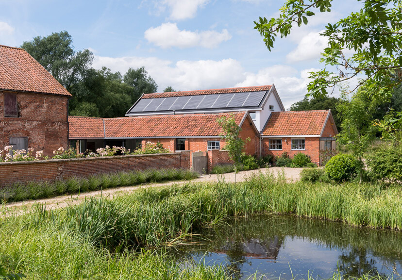 Contemporary barn conversion - Abbey Hall in the Picturesque Town of Eye (15)