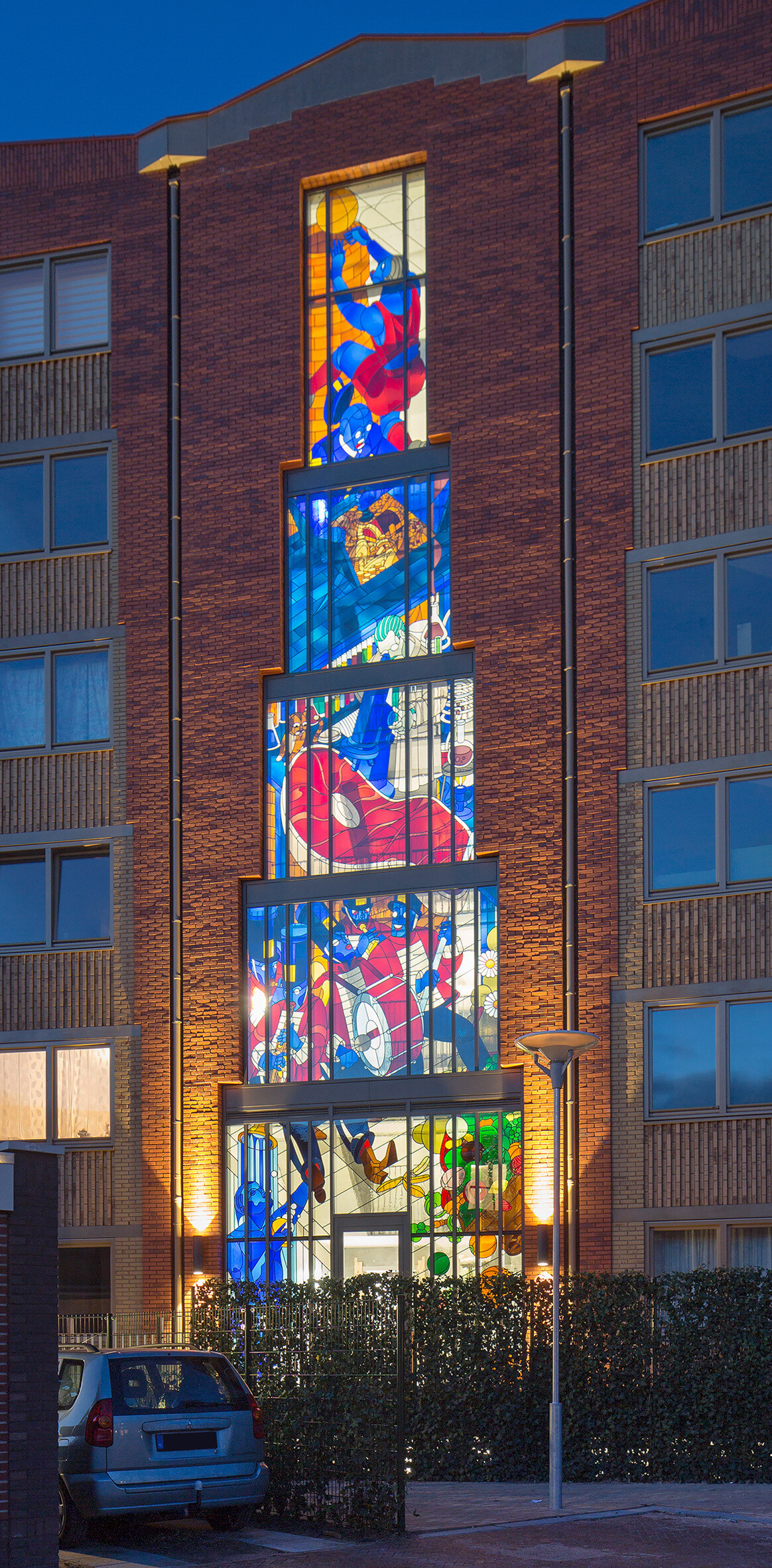 Two Stained Glass Facades Decorate a New Residential Project in Amsterdam (16)