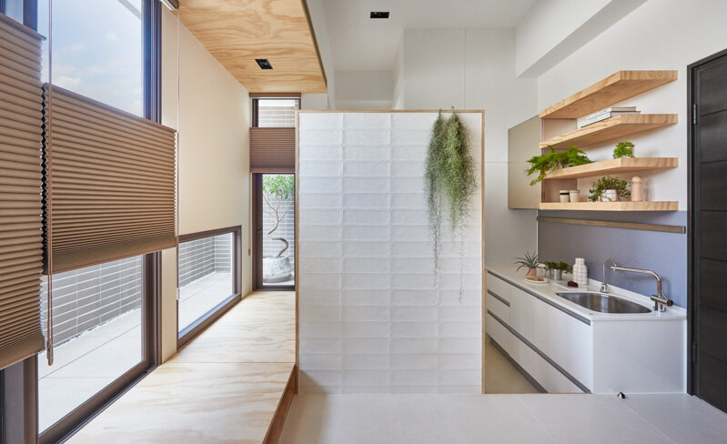 33 Square Meters Compact House with Innovative Vertical Architecture and Natural Decor (1)