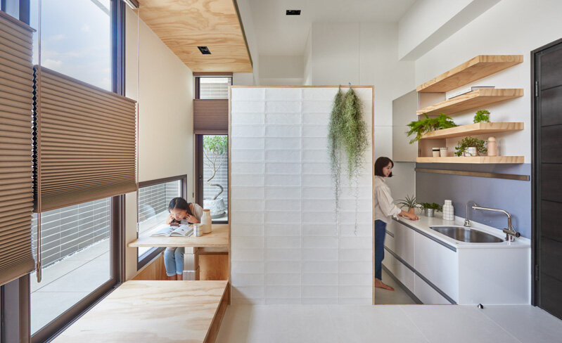 33 Square Meters Compact House with Innovative Vertical Architecture and Natural Decor (18)
