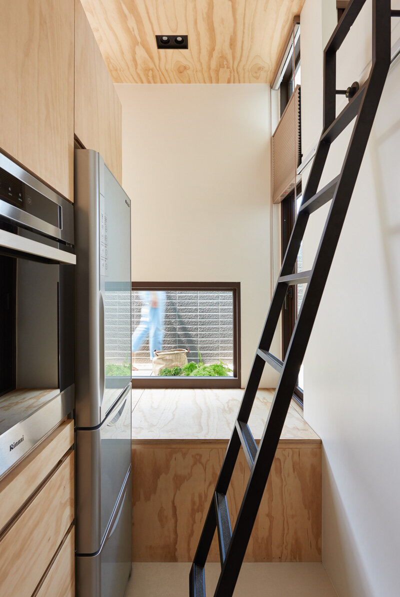 33 Square Meters Compact House with Innovative Vertical Architecture and Natural Decor (19)