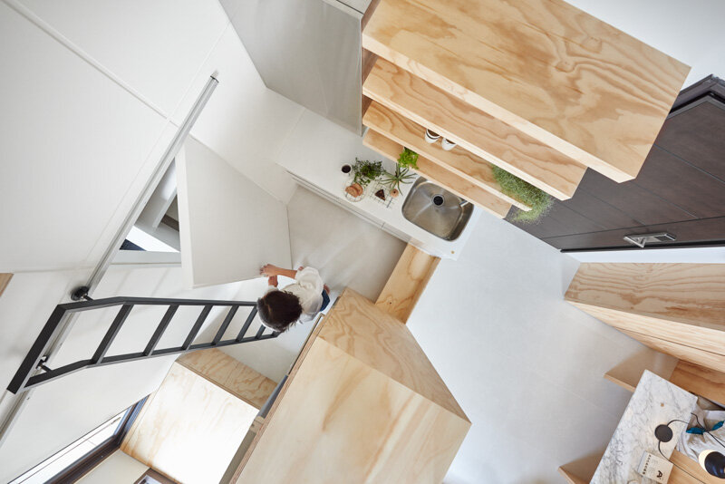 33 Square Meters Compact House with Innovative Vertical Architecture and Natural Decor (20)