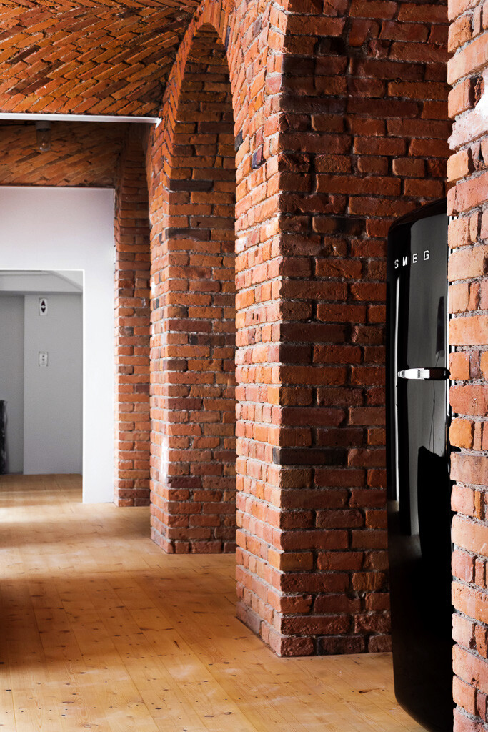 Modern Loft Apartment in an Old Marmalade Factory (5)