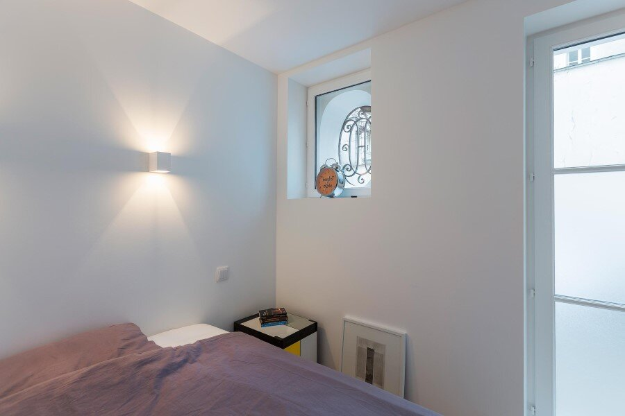One-Room Flat in a Mid-Seventeenth Century Mansion Townhouse (2)