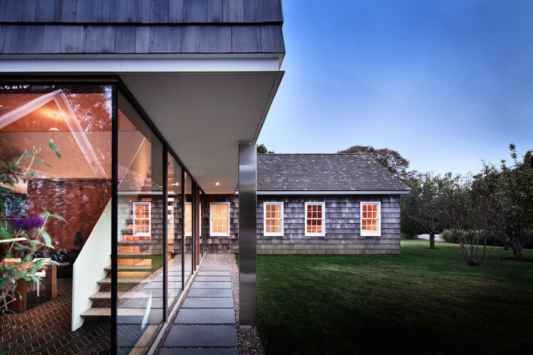 Sagaponack House - Created by Connecting Three 19th Century Barns (10)